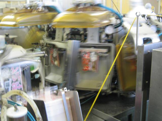 VACEL (バセル) 鶏砂肝角切りレトルト 50g - 3. 充填が終わったレトルトパウチはすぐに密封されます。