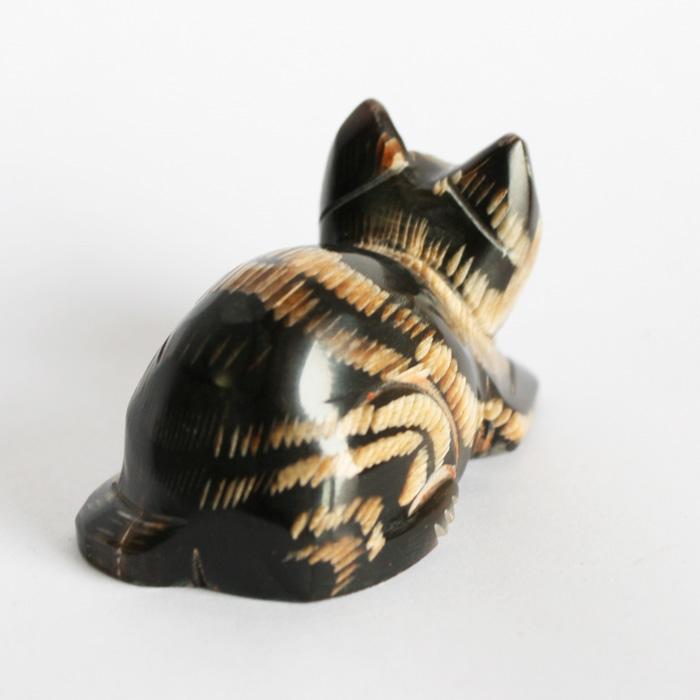 水牛の角置物 猫背ネコ
