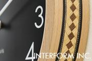 「寄せ木」の技術で作った INTERFORMのナチュラルウッド掛け時計