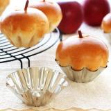 ブリキブリオッシュ型でりんごパン