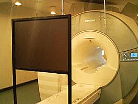 MRI診断室対応スタンド型スクリーンパネル
