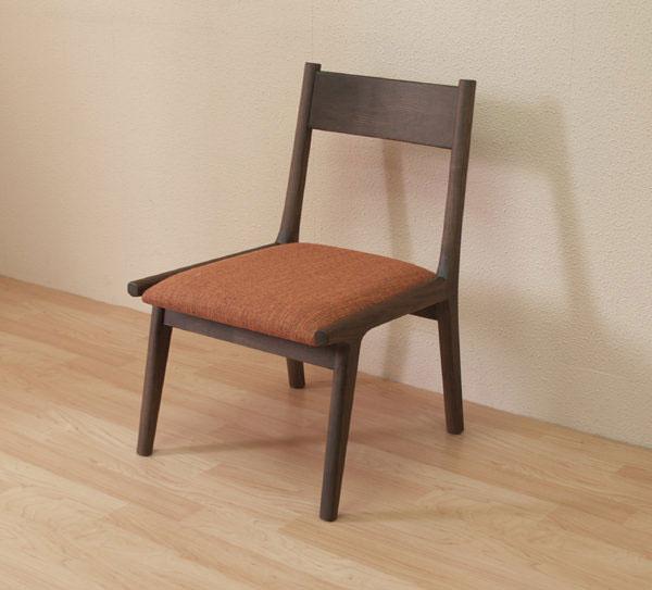 座面高の低い椅子 座面高37cmのダイニングチェア 足が伸ばせる椅子