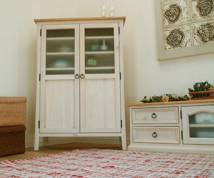 フレンチカントリー チェッカーガラス 食器棚 コンパクトな収納棚