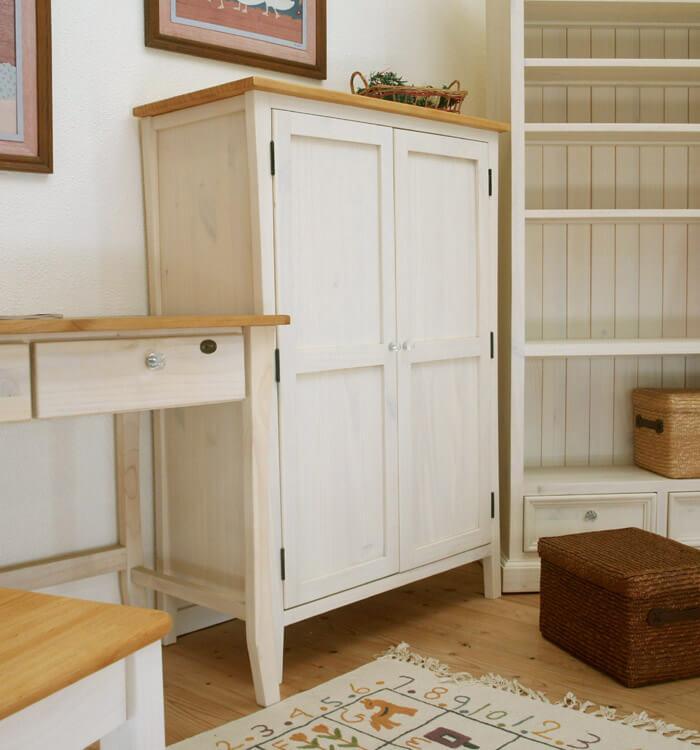 白い カントリーパイン 食器棚 奥行40cm コンパクト 木製扉 収納キャビネット