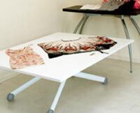 高さも広さも変えられる白い伸長式昇降テーブル