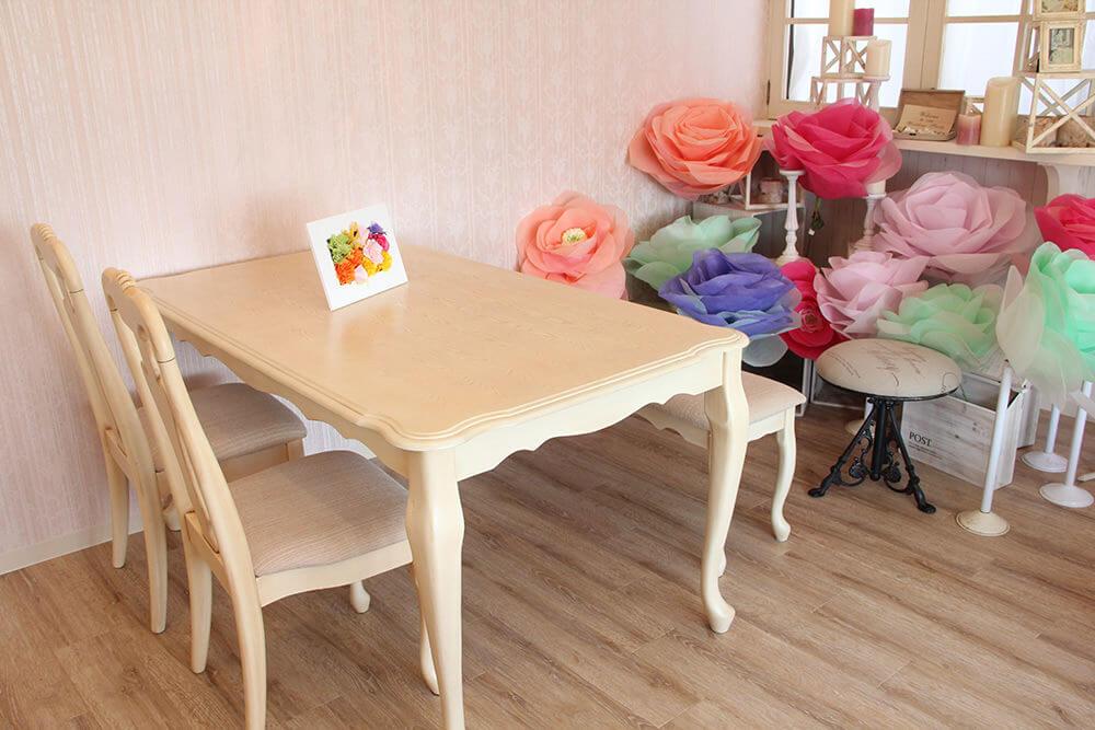 アンティークホワイト色猫脚接客テーブル