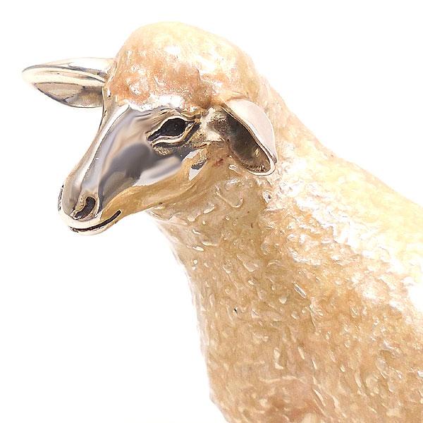 サツルノ:羊の置き物