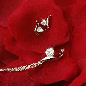 Princess leaf cz diamond necklace