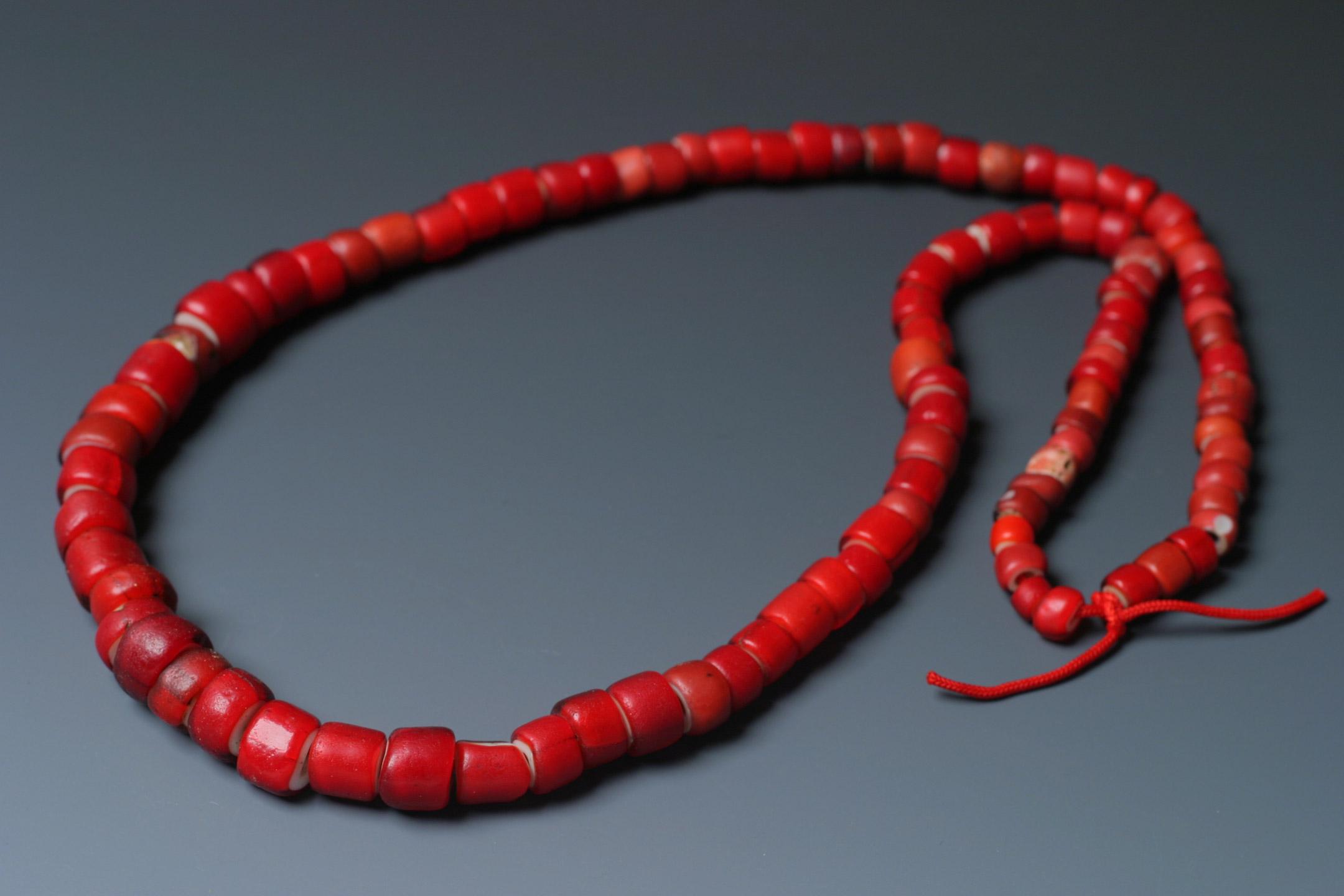 ナーガ族の装飾品に用いられたアンティークビーズのホワイトハート