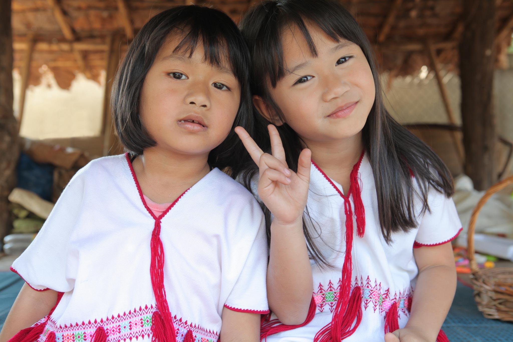 カレン族の幼い姉妹