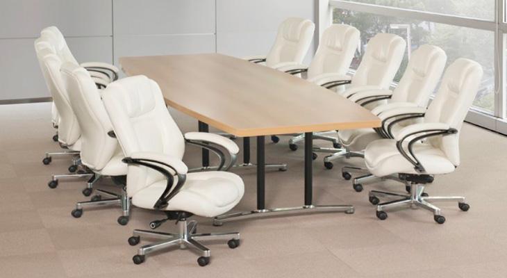 重役会議にも執務室にも。