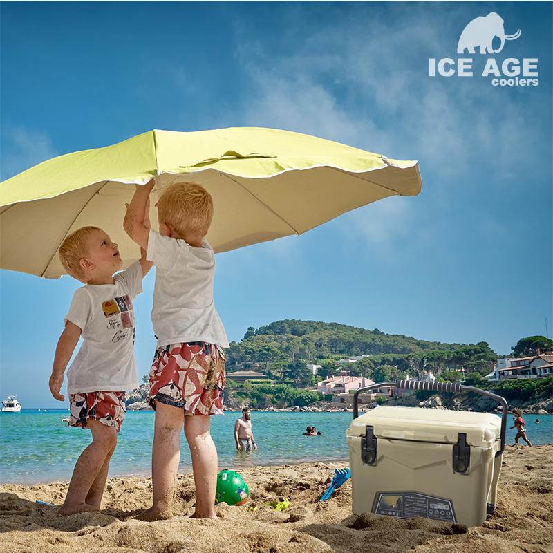 夏のアウトドアもお任せ!ICE AGEのクーラーボックス!