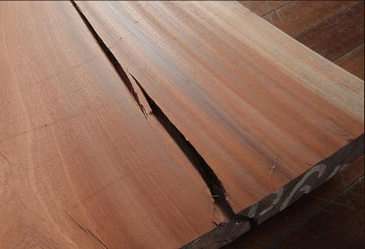 丸太からテーブルの材料となるまでに最低かかる時間
