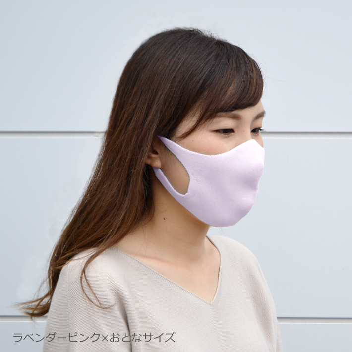 無縫製・ホールガーメント製法で立体的に編み立てたニットマスク。