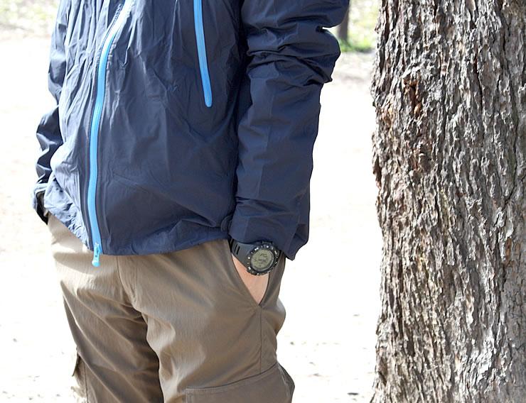 アウトドアウォッチ メンズ 男性 着用イメージ スポーツ スポーティー
