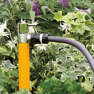 ジラーレS オンリーワンクラブ|散水栓スタイリッシュなジラーレのお庭に溶け込む散水用の商品。ホースに繋いでご使用できます。
