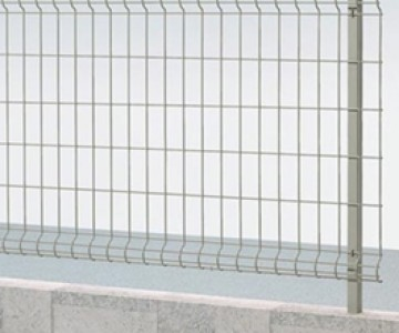 マイアミフェンス・門扉8A型・8M型 視界を妨げない幅広い用途に対応するメッシュフェンス。一般住宅から公共スペースまで幅広い用途に対応します。間柱式で隣地境界に最適です。傾斜地タイプもあります。