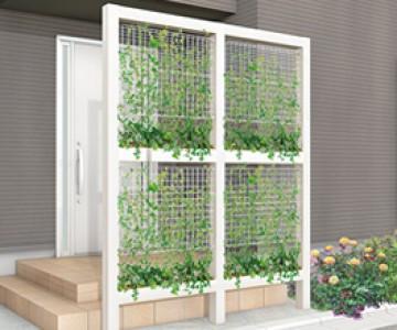 グリーンメッシュ/メッシュパネル/ウォールメッシュパネル デザイナーズパーツの柱材やGフレーム柱と組み合わせたり、ブロックなどの壁面に取り付けたりして、緑のフェンスや壁を作るメッシュパネルです。ツタを登らせたり、植木鉢をセットして蔓や花を垂らしたりと、手軽に緑のカーテンが楽しめます。