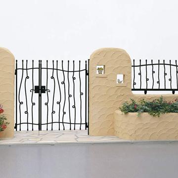 シャローネ シリーズ アルミ鋳物ならではの味わい深い質感を表現した鋳物門扉・フェンス。美しいラインを徹底的に追求したデザインから、伸びやかな曲線や伝統的な装飾の施された流暢なデザインまで取り揃えています。