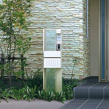 機能門柱 機能ポールカスタマイズ ポストユニットポストやネームプレート、照明などをオリジナリティあふれるデザインにレイアウト。ポスト、ネームプレート、照明、装飾パネルなどを豊富なパターンで組合せ可能な機能ポールです。オンリーワンのオリジナルデザインを実現します。