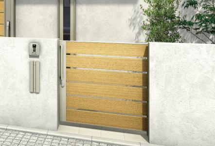 ルシアススライド門扉シリーズ 扉の開閉幅を気にせずにスペースを有効活用できる引戸タイプの門扉。玄関ドアとのコーディネイトしやすさを考えた多彩なデザインラインアップです。