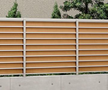 フェンス[Ranking機能あり] 門扉や車庫前ゲートとコーディネートしたり、プライバシーを守ることや防犯も大切なポイントです。