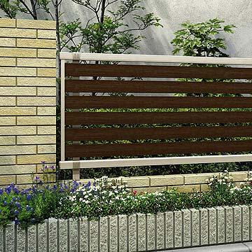 フェンス 目隠し シンプレオ シリーズベーシックを極めたシンプルなデザインが幅広い住宅スタイルにマッチ。シンプルで住宅外観に馴染みやすい意匠です。豊富なデザインバリエーションで、さまざまなスタイルの住宅外構の演出が可能です。