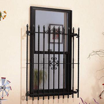 面格子 ロートアイアン調の面格子が無機質な印象になりがちな窓を飾り、外観イメージの統一感をいっそう高めます。