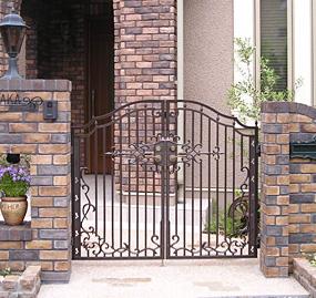 ディーズガーデン製アルミ鋳物門扉「レンヌ」