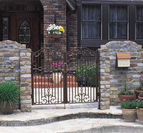 ディーズガーデン製アルミ鋳物門扉「ルブレン」