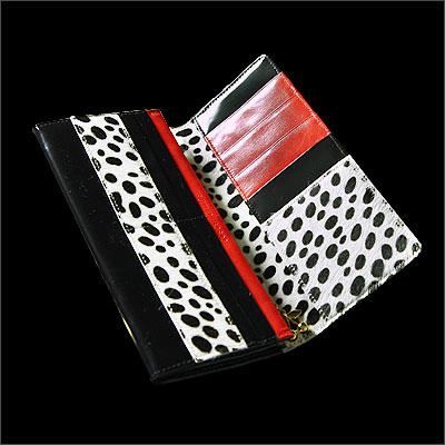 20代女性に似合う「フルッティ」の長財布
