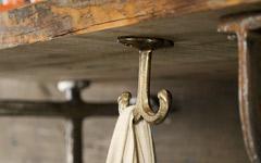 真鍮製の吊り下げフック