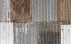 建物の屋根や外壁として使われ雨風を耐えてきたトタン
