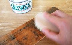 ブライワックスの磨きに最適な小型のシンプルなブラシ。