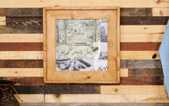 ワックス仕上げの木製額縁。LPサイズのレコード用。
