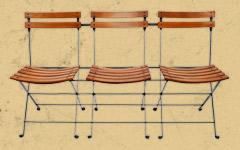 三人掛けの折りたたみ椅子。カフェのテラス席におすすめ。