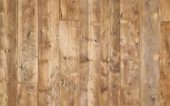 20cmを超える幅広の無垢古材板。壁材やカウンター腰板に。