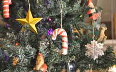 ハンドメイドの木彫りオーナメントや置物、クリスマスシリーズ