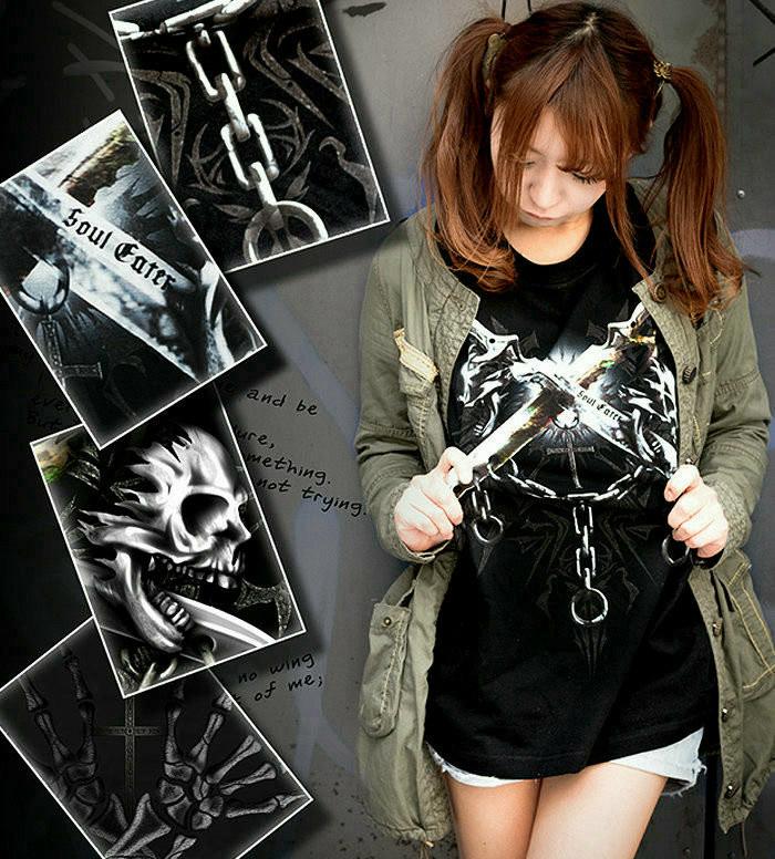メタル ロック バイカー系のスカル柄Tシャツ。背面は十字架