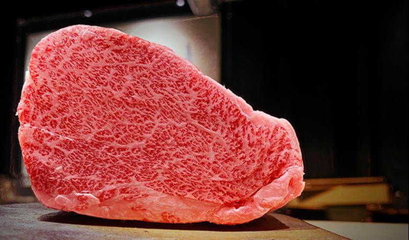 このカレーに使用する特選松阪牛は、8番以上のA5等級の中でも質の良いものを使用