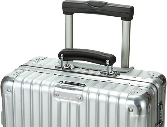 スーツケースの耐久性を高めるリモワのリブ加工