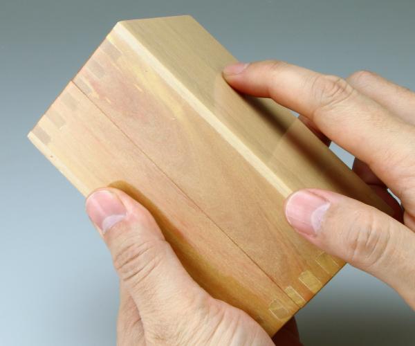 スピンブレード用 木製ビットケース 手で簡単に開く