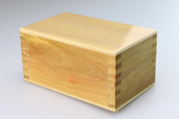 スピンブレード用 木製ビットケース 光沢 フタを閉じた状態