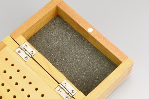 スピンブレード用 木製ビットケース スポンジが刃を保護