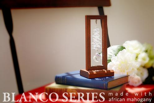 アフリカンマホガニー素材のスタンド型サンキャッチャー