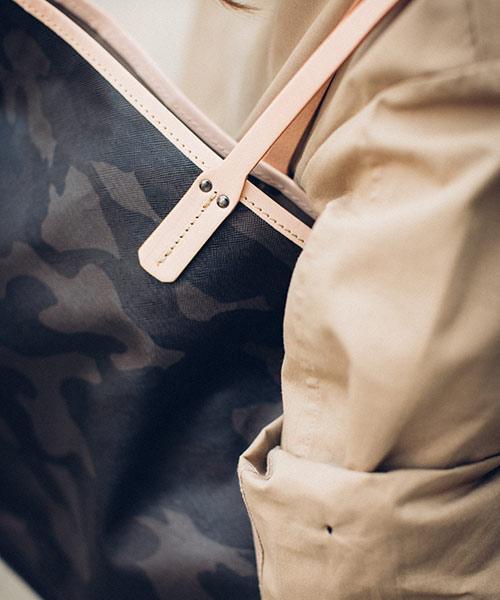 迷彩×本革 バッグ レディース ショルダーバッグ トートバッグ A4入る カモフラ 人気 by HAYNI