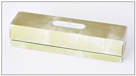大理石の宝石箱をイメージした、シックなデザインのパッケージ