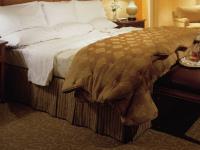 ホテルのベッドスカート画像