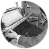 熟練の職人が、手織りで丁寧に仕上げています。