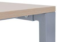 シンプルなテーブル